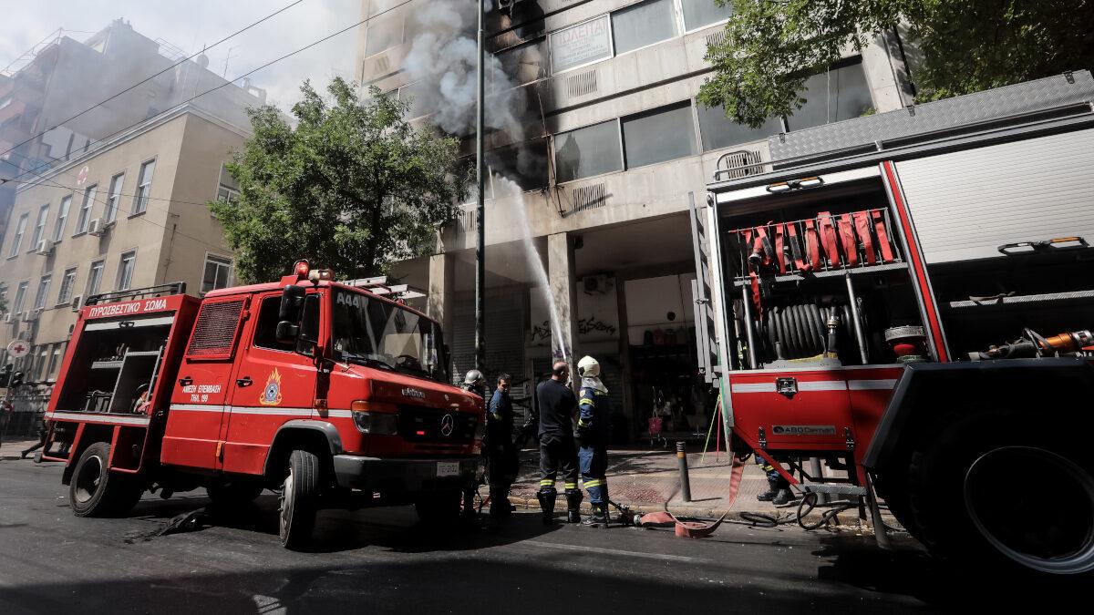 Πυροσβεστική - Πυρκαγιά σε κτήριο στο κέντρο της Αθήνας επί της οδού 3ης Σεπτεμβρίου. Πέμπτη 2 Σεπτεμβρίου 2021