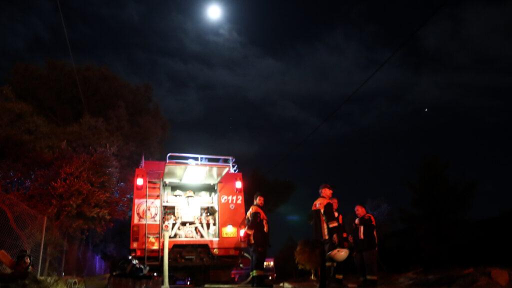 Πυρκαγιά ξέσπασε σε τρία μέτωπα αργά το βράδυ της Δευτέρας 20/9/21 στη Νέα Μάκρη