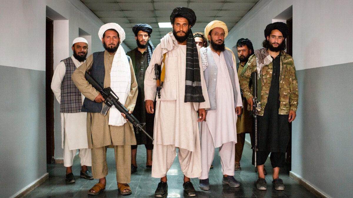 Οι Ταλιμπάν στο κτίριο Διοίκησης των Βρετανικών Δυνάμεων στο Αφγανιστάν - Αύγουστος 2021