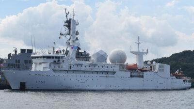 Το Dupuy de Lôme (A759), τηλεπικοινωνιών - κατασκοπευτικό του Πολεμικού Ναυτικού της Γαλλίας που χρησιμοποιείται από τη Διεύθυνση Στρατιωτικών Πληροφοριών - Ναυτική Βάση Yokosuka, Ιαπωνία - 21/6/21