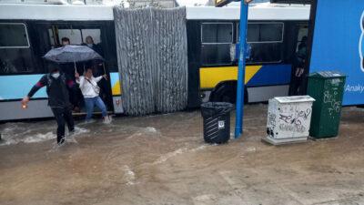 """Στάση λεωφορείων στους Αμπελόκηπους - Κακοκαιρία """"Μπάλλος"""""""