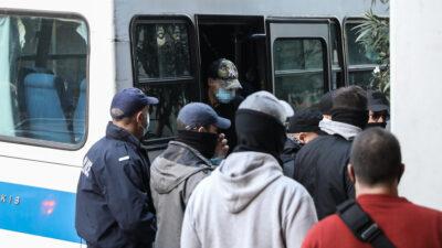 Οι 7 αστυνομικοί της ΔΙΑΣ οδηγούνται στον ανακριτή Πειραιά, Τετάρτη 27 Οκτωβρίου
