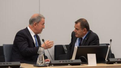 Συνάντηση ΥΕΘΑ Νικόλαου Παναγιωτόπουλου με τον ΥΠΑΜ Τουρκίας Χουλουσί Ακάρ στο Περιθώριο της Υπουργικής Συνόδου του ΝΑΤΟ. Πέμπτη 21 Οκτωβρίου 2021.