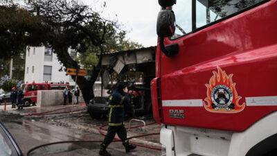 Πυρκαγιά σε μάντρα αυτοκινήτων στο Μαρούσι, Κυριακή 24 Οκτωβρίου 2021