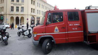 Επέμβαση της Πυροσβεστικής στα Διοικητικά Δικαστήρια της Θεσσαλονίκης μετά από τηλεφώνημα για βόμβα