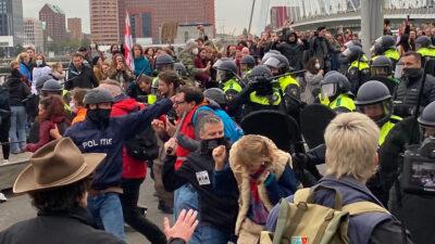 Καταστολή από την αστυνομία της διαδήλωσης για το δικαίωμα στη στέγαση