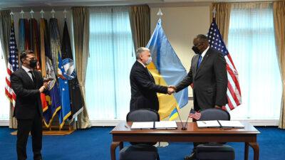 Επίσκεψη του Αμερικανού Υπουργού Άμυνας Λ. Όστιν στην Ουκρανία
